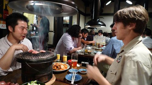 Conversations over yakiniku
